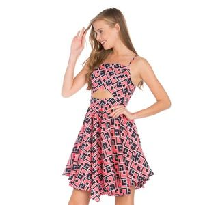 Dresses & Skirts - Fun and flirty geometric cut-out dress
